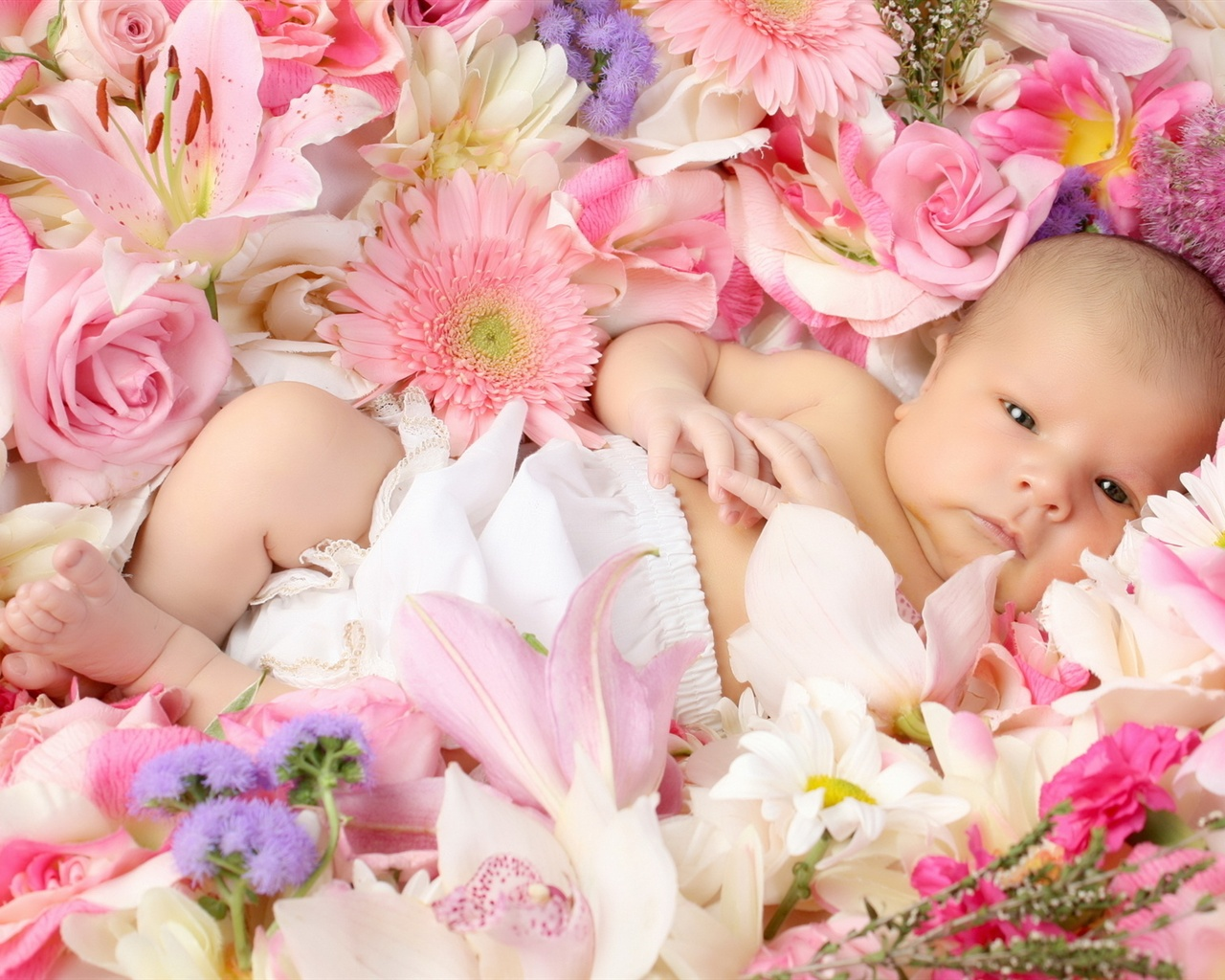 The gallery for --> Cute Babies With Flowers Wallpaper