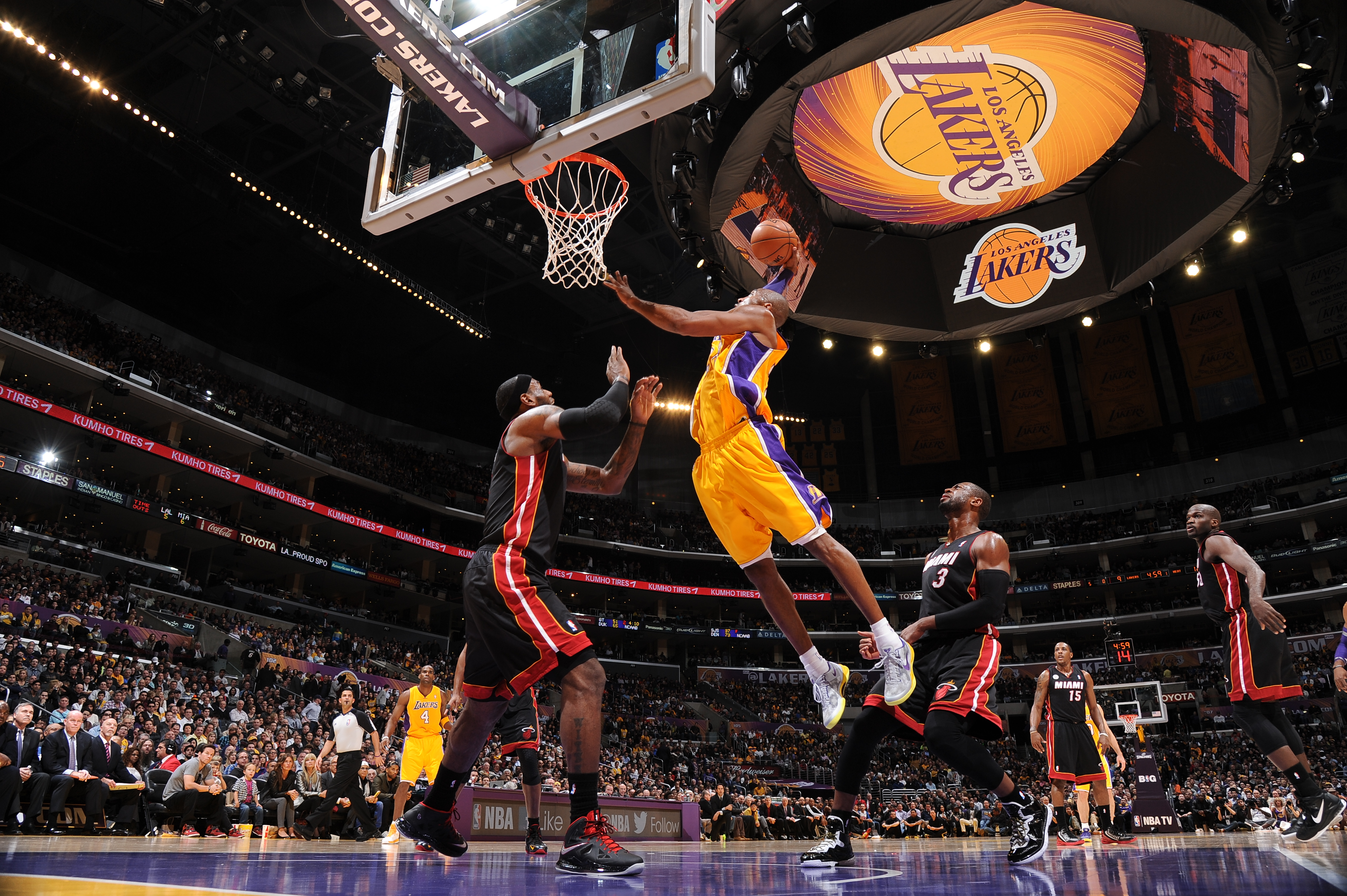 Kobe Bryant Dunk Pictures 22