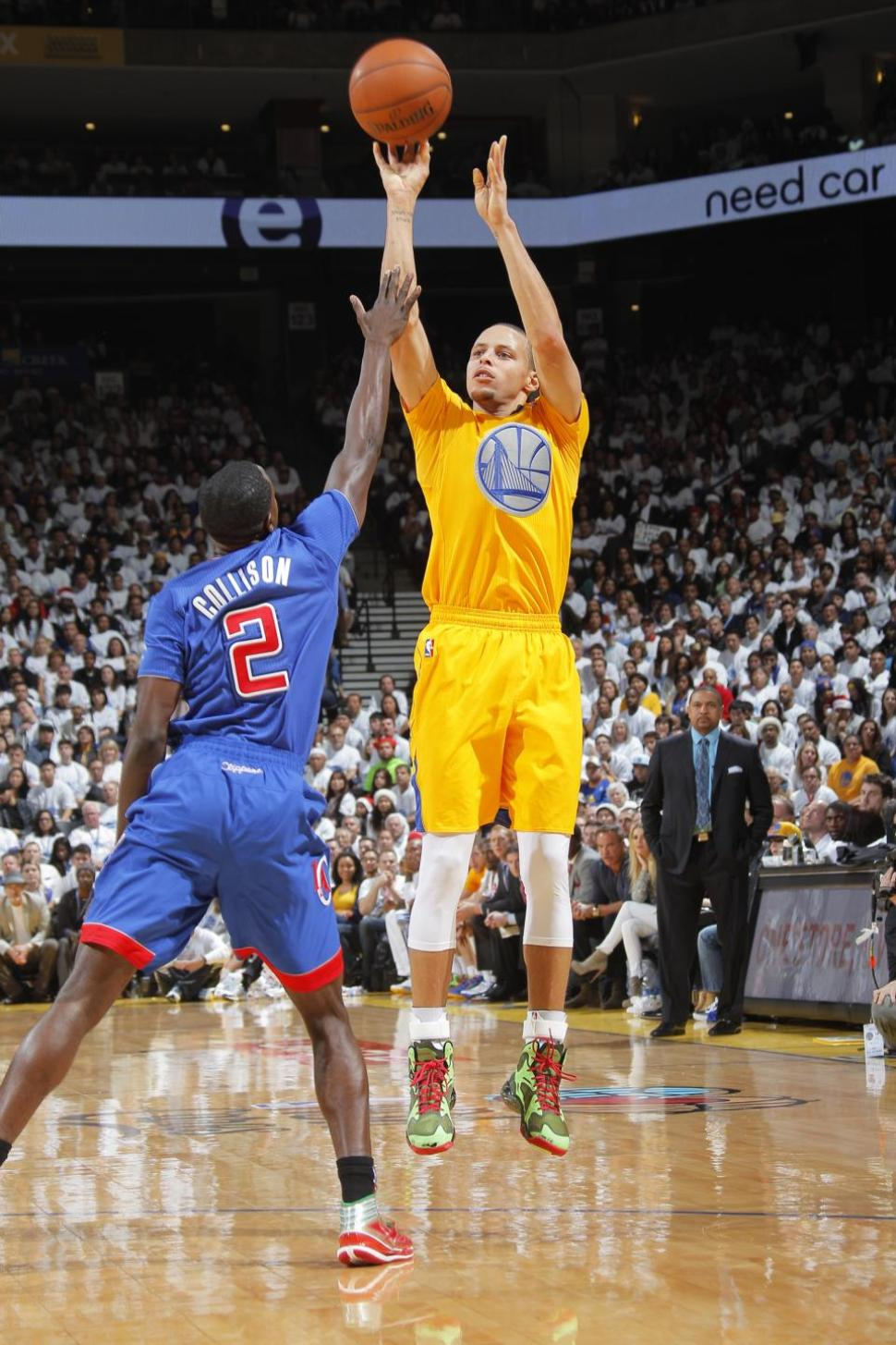 Golden State Warriors Stephen Curry Shooting A 3