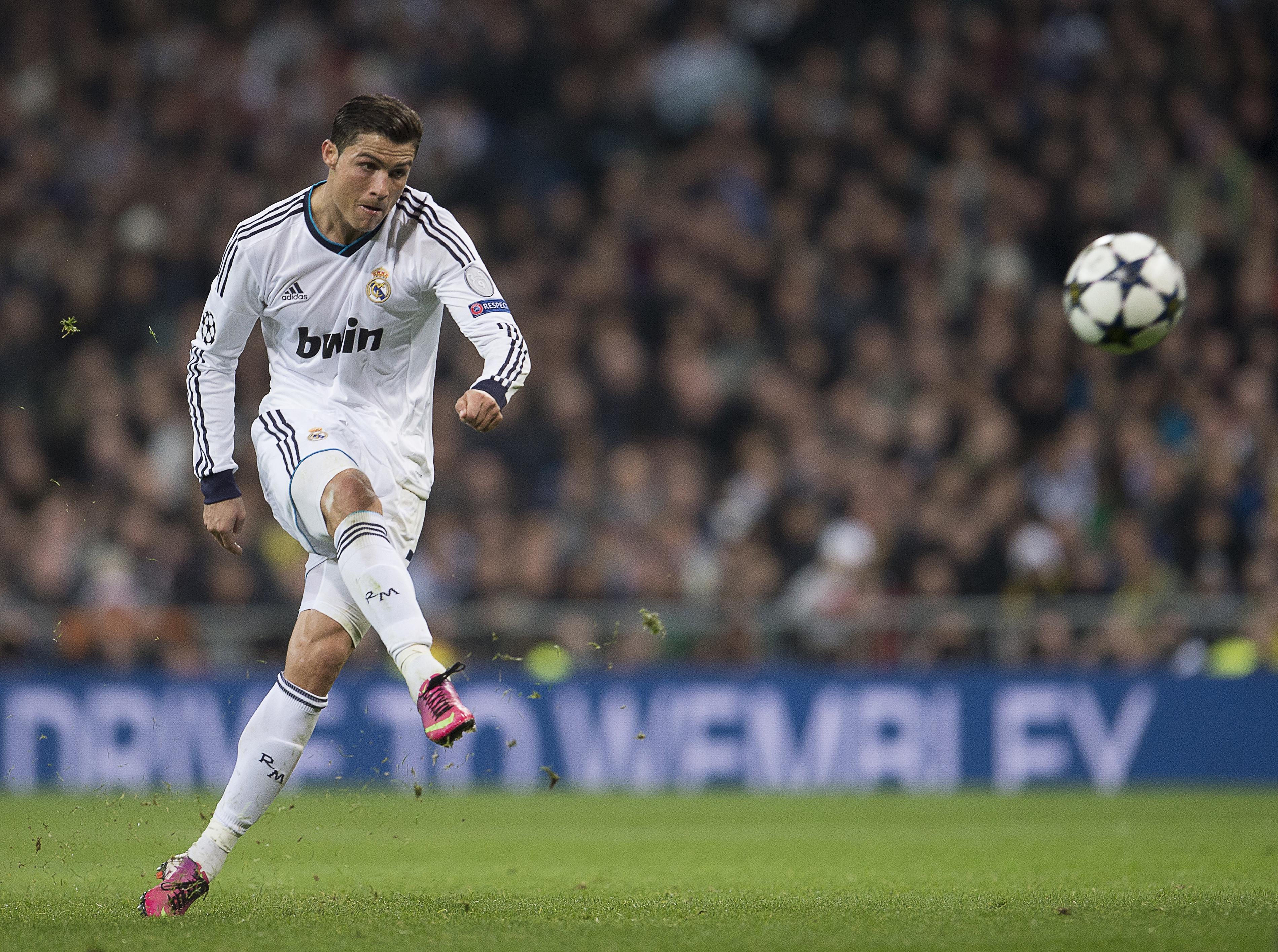 Cristiano Ronaldo Free Kick Wallpaper 6