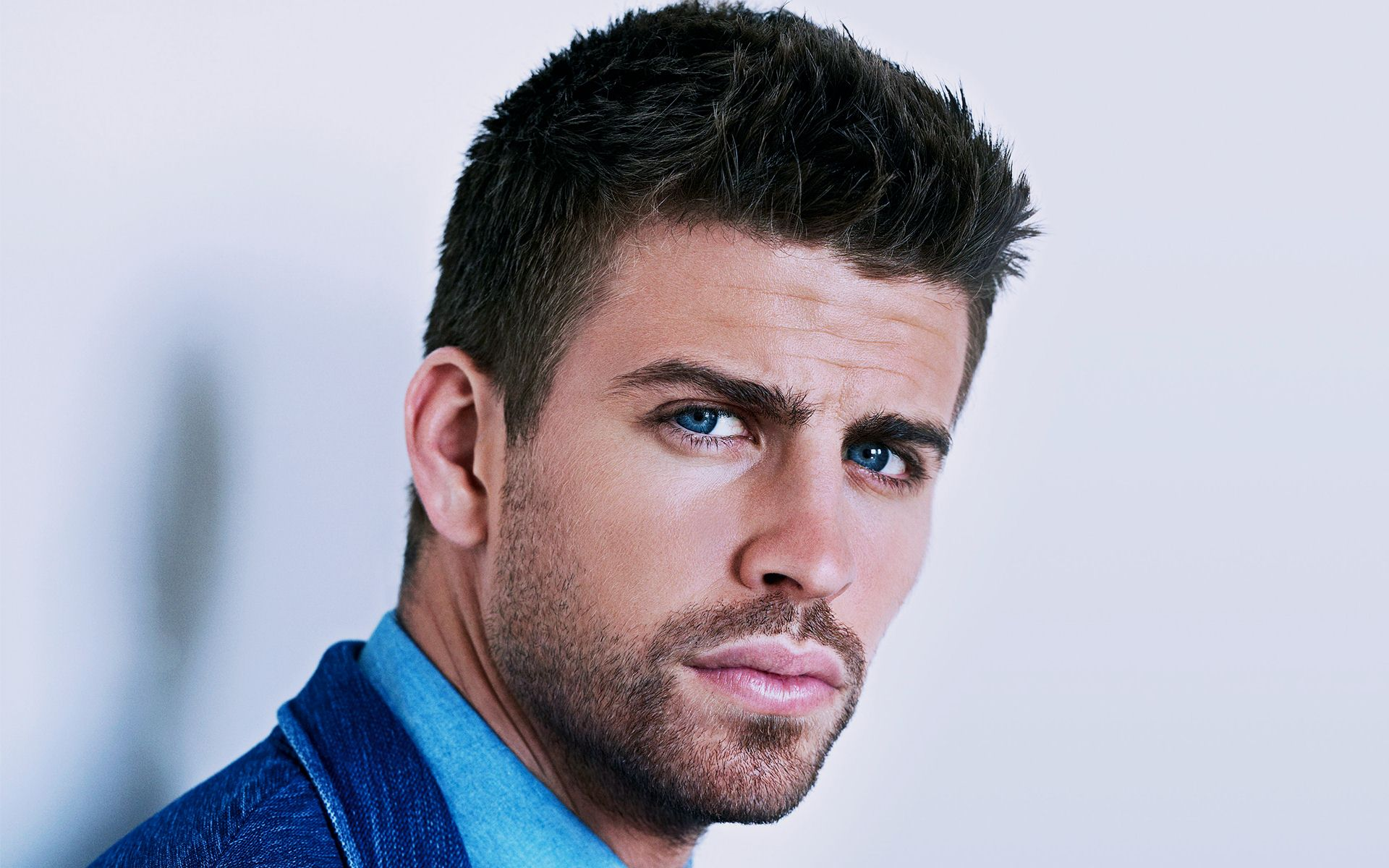 Gerard Piqué Net worth Salary House Car Wife & Family 2017