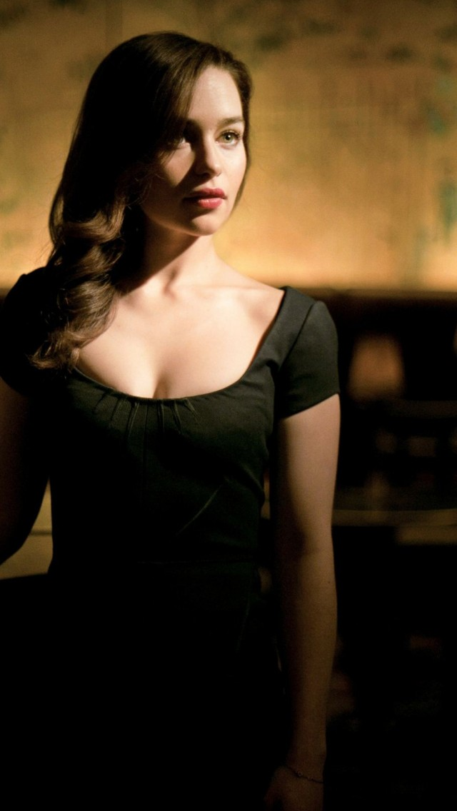 Emilia Clarke Wallpaper IPhone 14