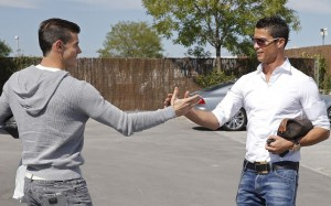 Gareth Bale And Cristiano Ronaldo Shaking Hands 5 300×187