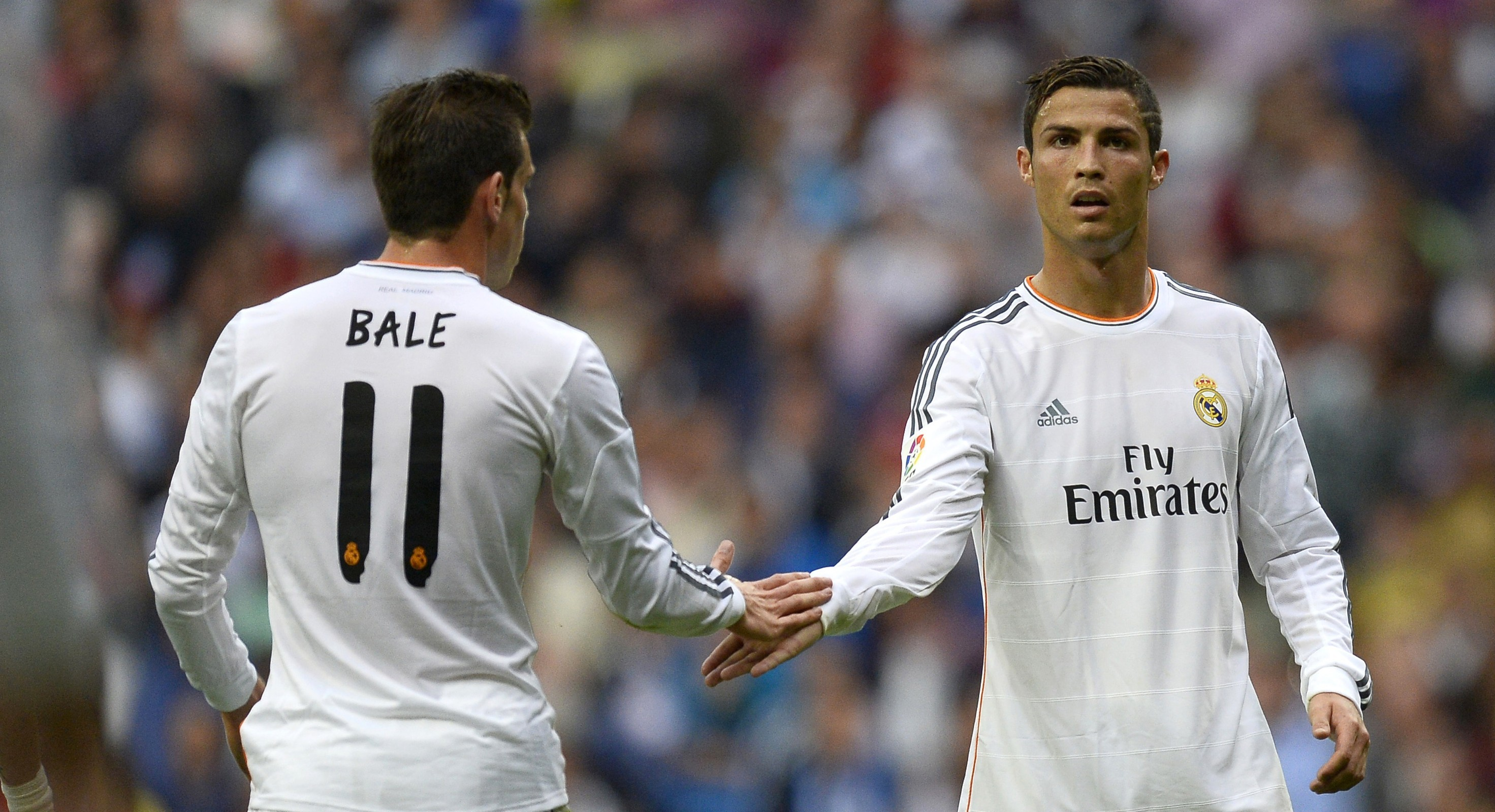 famousmales > Ronaldo and Bale - lying together and ...