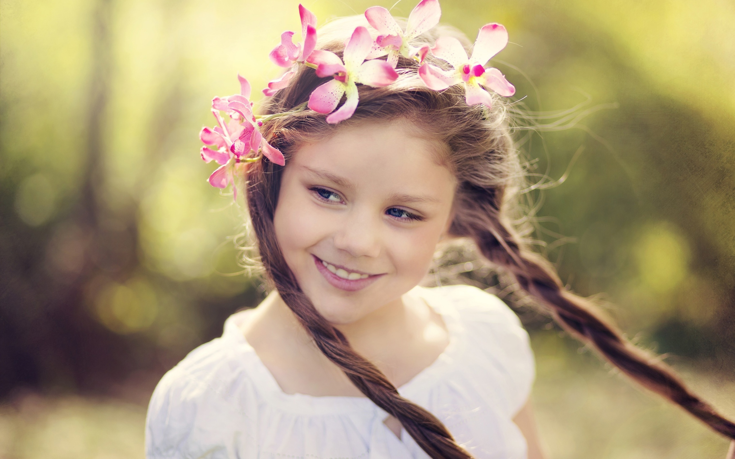 Little Girl Smile Wallpaper 4