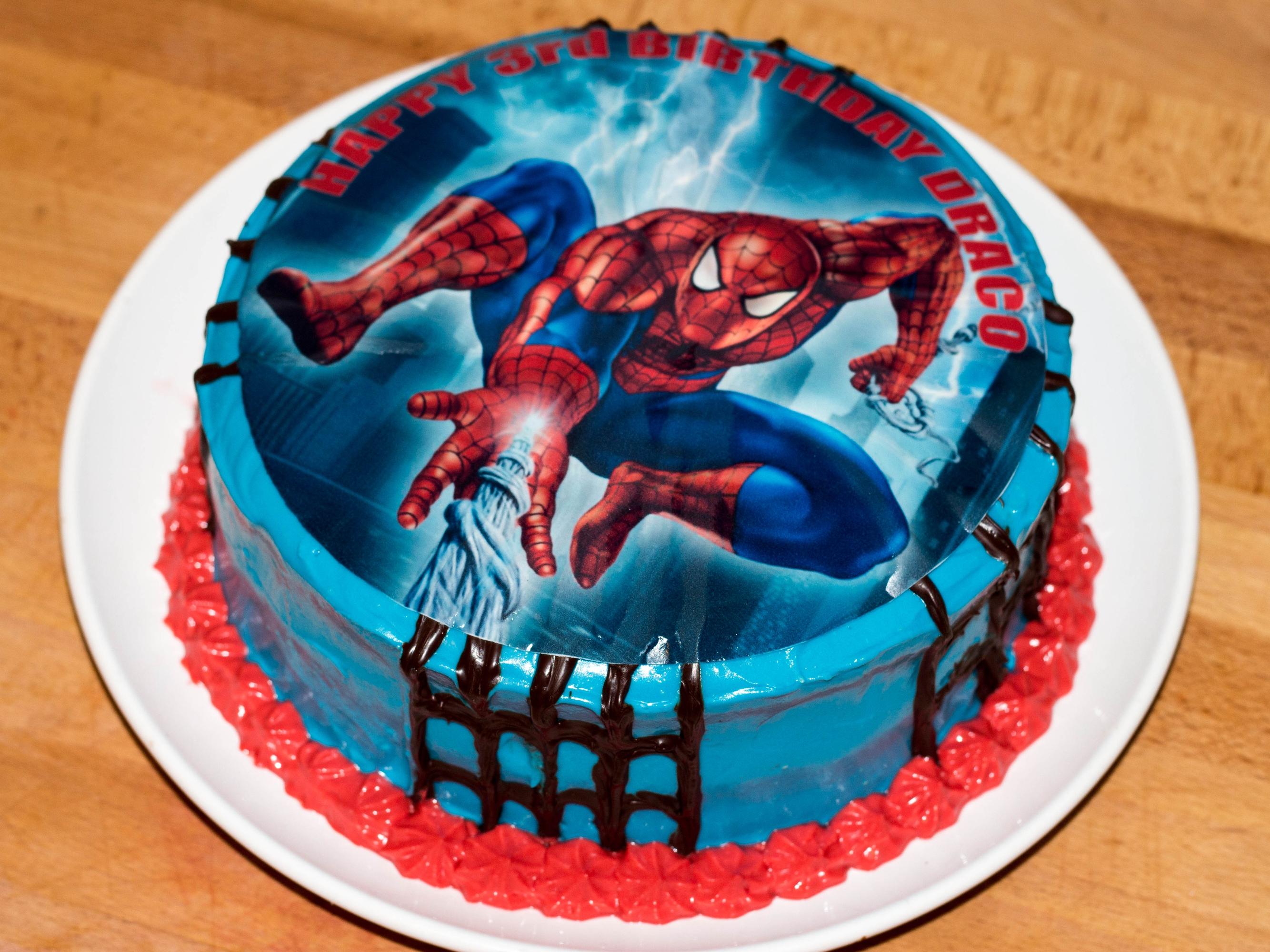 birthday cakes spiderman