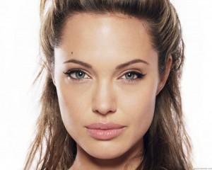 Angelina Jolie 19 300×240