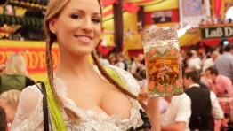 Hot Oktoberfest Girl